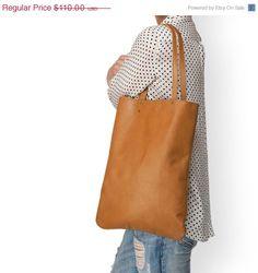 Bruine lederen tas - Shopper tas - Lederen draagtas - Lederen Handtas - Vrouwen tas - Lederen Schouder tas - Tas voor elke dag door LeahLerner op Etsy https://www.etsy.com/nl/listing/200998424/bruine-lederen-tas-shopper-tas-lederen