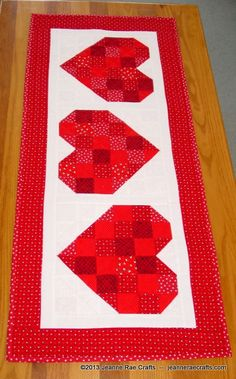 Scrappy Hearts - free table runner pattern