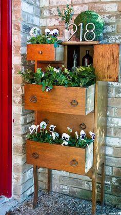 Diy Garden Furniture, Diy Outdoor Furniture, Diy Garden Projects, Repurposed Furniture, Garden Ideas, Furniture Ideas, Furniture Online, Vintage Furniture, Diy Planters Outdoor