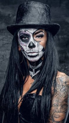 50 Ridiculously Pretty Makeup Looks To Try This Halloween - # Check more at tat. - 50 Ridiculously Pretty Makeup Looks To Try This Halloween – # Check more at - Costume Halloween, Creepy Halloween Makeup, Halloween 20, Halloween Makeup Looks, Scary Makeup, Voodoo Makeup, Dead Makeup, Ghost Makeup, Pretty Halloween