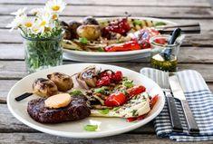 Image: GRILLET ENTRECÔTE MED MARINERTE GRØNNSAKER OG CHILISMØR Eating Well, Cobb Salad, A Food, Chili, Dairy, Beef, Cheese, Healthy, Recipes