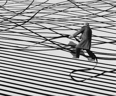 """- changer le monde"""" - Gilbert Garcin - composite photographer started at the age of 65 Collage Sculpture, Surreal Collage, Surreal Art, Photomontage, Surrealism Photography, Art Photography, Famous Photography, Contemporary Photography, Gilbert Garcin"""
