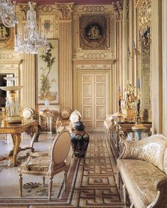 Choosing a French Door For Your Home French Interior, Classic Interior, Decor Interior Design, Interior Decorating, Classical Interior Design, Furniture Design, Palace Interior, Interior Doors, Interior Sketch