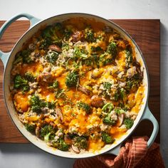 Cooking this healthy Broccoli, Cheese & Rice Casserole in a skillet keeps the flavors and textured fresh—no mushy, sad broccoli over here! Queso Cheddar, Broccoli Cheddar, Broccoli And Cheese, Broccoli Cheese Rice Casserole, Brocolli, Broccoli Rice, Broccoli Recipes, Make Ahead Casseroles, Dinner Is Served