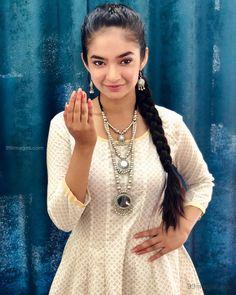 Anushka Sen Hot HD Photos & Wallpapers for mobile, WhatsApp DP Indian Tv Actress, Indian Actresses, Photos Of Priyanka Chopra, Profile Picture For Girls, Profile Pictures, Actress Anushka, Stylish Dpz, Teen Celebrities, Child Actresses