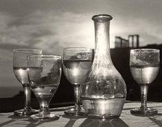 Herbert List - Taverne under the Poseidon Temple - Cape Sunion - 1952 Herbert List, Magnum Photos, Modern Photography, Black And White Photography, Street Photography, Cocktail Photography, Creative Photography, Jean Arp, Max Ernst