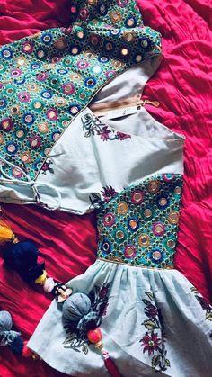 Blouse Designs Silk, Designer Blouse Patterns, Designer Dresses, Kurta Neck Design, Mode Hijab, Indian Designer Wear, Stylish Dresses, Clothes For Women, Villa