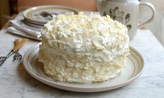 Μια υπέροχη τούρτα καρύδας που σίγουρα θα εντυπωσιάσει εσάς και τους καλεσμένους σας με την εξαιρετικήγεύση της και τη μοναδική εμφάνισή της. Μια πολύ εύκ