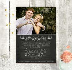 Invitaciones de boda color negro. Verticales, estilo pizarra. Con foto.