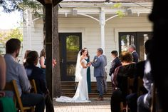 How cute is Jackie and Gustavo's Napa Valley wedding? Take a look at their blog for more details!