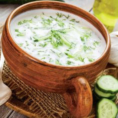Supă rece de iaurt Pasta Carbonara, Tzatziki, Cheeseburger Chowder, Healthy Recipes, Soups, Food, Essen, Healthy Eating Recipes, Soup