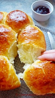 The best ever brioche loaf – a Thomas Keller Recipe (Bouchon Bakery) - Brunch Rezepte Thomas Keller, Butter Brioche, Brioche Loaf, Brioche Bun, Bakery Recipes, Bread Recipes, Brunch Recipes, Soup Recipes, Freshly Baked