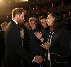 Pin for Later: Quand les Célébrités Rencontrent la Famille Royale Britannique  Prince Harry et One Direction lors de la Royal Variety Performance au Royal Albert Hall de Londres en Novembre 2015.