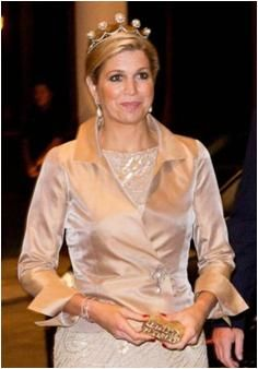 The Royal Order of Sartorial Splendor: Máxima's Tiaras-worn by Princess Maxima 14. Pearl Button tiara worn with the original pearl buttons
