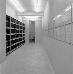 """Installationsansicht Konrad Fischer Galerie / Detail: Hanne Darboven """"Ein Jahrhundert in einem Jahr"""", 1970"""