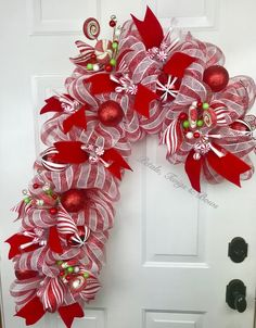 58 Red and White Christmas Decoration Ideas Christmas Mesh Wreaths, Deco Mesh Wreaths, Christmas Crafts, Christmas Decorations, Candy Cane Christmas Tree, Deco Mesh Bows, Flower Wreaths, Christmas Candles, Christmas Recipes