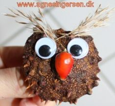 Ugle af kastanjekapsel « Agnes´ kreative univers Diy And Crafts, Arts And Crafts, Conkers, Creations, Fall, Autumn, Halloween, Blog, Craft Ideas