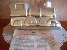 Anyone have one I can borrow/buy?!?!  MUST HAVE :) Vintage Wilton Cake Pan 3-D Train