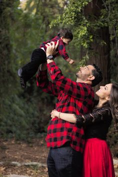 Red and Black Family Christmas Card Photos Sweet September Christmas Pictures Outfits, Family Christmas Outfits, Family Christmas Pictures, Family Christmas Cards, Family Picture Outfits, Christmas Tree, Holiday Cards, Winter Family Photos, Family Pics