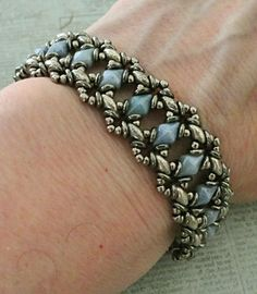 Linda's Crafty Inspirations: Bracelet of the Day: Bluebell - Blue & Silver Bead Jewellery, Seed Bead Jewelry, Jewelry Making Beads, Bracelet Making, Seed Beads, Beading Jewelry, Beaded Bracelets Tutorial, Beaded Bracelet Patterns, Beaded Earrings