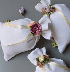 candido tessuto ..sacchetti confettata. Disponibili su etsy.com  salvato da disirlab.it