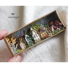 Miniature Gift - Diy and craft Vitrine Miniature, Miniature Rooms, Miniature Crafts, Miniature Houses, Shadow Box Kunst, Shadow Box Art, Altered Tins, Altered Art, Diy And Crafts