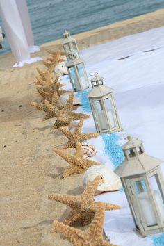 .estrellas de mar con farolillos como pasillo ceremonial