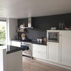 WEBSTA @ huisje_natalie_3meiden - Keuken van binnen en van buiten gepoetst ✔️woonkamer schoon ✔️ nu vakantieboodschappen doen en tassen inpakken en dan vannacht op naar de☀️#vtwonen #vtwonenbijmijthuis #showhometop5 #whiteliving #stoerwonen #whiteliving #athome #binnenkijken #showhometop5 #kitchen #vakantie #interior4all #interior4you #interiordesign #nordichome #nordichomes #nordicliving #brostyle #broste #interiør #interior #housedoctor #ariadneathome