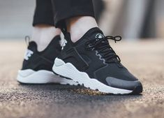 Nike Air Huarache Ultra Run Black White pas cher 1