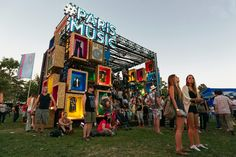 Paris – Stand Lollapalooza 2015 « Árbol Color Lollapalooza, Exhibition Stand Design, Exhibition Display, Experiential Marketing, Lounge Design, Event Marketing, Gate Design, Booth Design, Installation Art