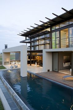 House Serengeti: Sharp Angles, Contemporary Architecture