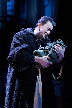 ギャラリー|『ノートルダムの鐘』作品紹介|劇団四季 Judge Claude Frollo, Season 8, Musical Theatre, Ouat, Theater, Musicals, Broadway, Theatres, Teatro