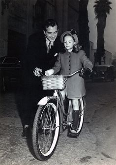 """John Payne and Natalie Wood (child actress!) behind the scenes of the movie """"Miracle on 34th Street"""""""