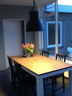 betonnen tafel met zet opgeknapte stoeltjes lampen serie hektar ikea biezenloop de blaak. Black Bedroom Furniture Sets. Home Design Ideas