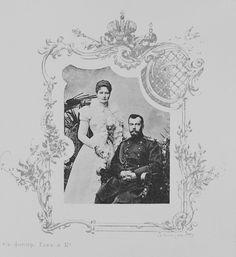 Fotografia de estúdio do imperador Nicolau II e da Imperatriz Alexandra Feodorovna; fechado dentro decorativo, cerca de 1908.