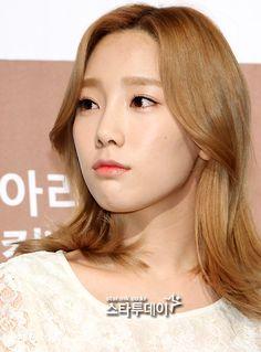 [포토] 태연, `눈썹도 깔맞춤` / 매일경제 : 스타투데이 / April 14, 2012 / #Taeyeon #SNSD