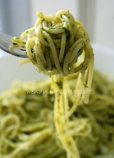 Creamy Avocado Pesto Pasta - don't you just love healthy pasta?