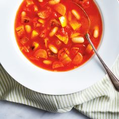 Here's a heart warming soup that is sure to please chicken noodle soup lovers. It's best for more picky eaters since the veggies are finely chopped. Plus, it's simple to swap out your family's favourites to custom-made make the soup just the way you want. Roasted Vegetable Soup, Roasted Vegetables, Veggies, Soup Recipes, Healthy Recipes, Healthy Food, Ricardo Recipe, Turkey Soup, Soup And Sandwich