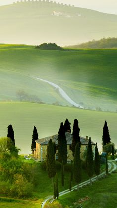 Podere Belvedere in the Val d'Orcia of northwest Tuscany, Italy • photo: Giovanni Giannandrea on Flickr