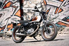 Yamaha SR400 Street Tracker by Renard Speed Shop #motorcycles #streettracker #motos   caferacerpasion.com