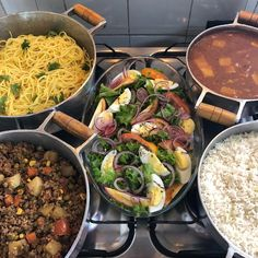 "Rosaline I.F 🦋 on Instagram: ""Fotinha do almoço de domingo só porque amei o colorido 🤗🥗🍝🍲 . . . . . #almoço #amocozinharpraquemeuamo #lovecooking #food #delicia…"" Menu Dieta, Tumblr Food, Good Food, Yummy Food, Healthy Menu, Food Cravings, Food Presentation, Tasty Dishes, No Cook Meals"