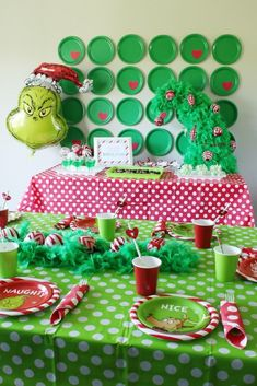 Celebrate your Christmas Party in Grinch style. Here are Best Grinch Themed Christmas Party Ideas from Grinch Christmas decor to Grinch Inspired recipes etc Grinch Party, Grinch Christmas Party, Christmas Birthday Party, Christmas Party Themes, Christmas Brunch, 1st Birthday Parties, Holiday Parties, Holiday Fun, Christmas Holidays