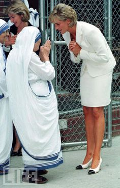 Princess Diana bows to Mother Teresa at the Missionaries of Charity's residence in the Bronx, New York City, in June 1997.