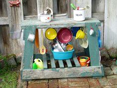 Mud pie kitchen for kids outdoor play Outdoor Play Spaces, Outdoor Fun, Mud Kitchen, Backyard Kitchen, Kitchen Ware, Outdoor Classroom, Classroom Decor, Mud Pie, Kid Spaces