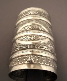 Egypt | Silver cuff from the desert region ~ Oasis of Siwa | ca. early 20th century | 475€