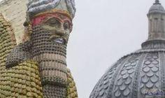 """مايكل راكوفيتز يتحدث عن تمثال دمره تنظيم """"داعش"""" المتطرف: تمّ الكشف عن تمثال الثور المجنح القديم التى دمرته منظمة """"داعش"""" في العراق كنصب…"""