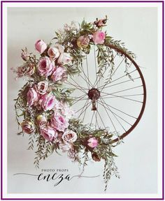 Bicycle Wheel Wreath-I so love the design if this wreath. Old tire frame just ma., Bicycle Wheel Wreath-I so love the design if this wreath. Old tire frame just ma. Bicycle Wheel Wreath-I so love the design if this wreath. Old tire. Deco Floral, Arte Floral, Decoration Shabby, Deco Champetre, Fleurs Diy, Arts And Crafts, Diy Crafts, Diy Wreath, Summer Wreath