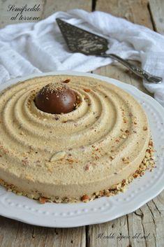 Semifreddo al torrone ricetta facile Great Desserts, Cookie Desserts, No Bake Desserts, Delicious Desserts, Italian Cake, Italian Cookies, Cupcakes, Caramel, Mousse Cake