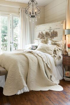 French Market Quilt Creative Shabby Chic Style Bedroom Decor Projects To Try For Your Home Shabby Chic Bedrooms, Shabby Chic Homes, Shabby Chic Furniture, Bedroom Furniture, Antique Furniture, Cottage Bedrooms, White Bedrooms, French Furniture, Leather Furniture