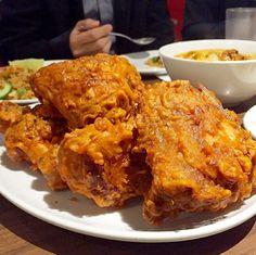 Malaysian style fried chicken. This looks gooood!! From Insta account @topfoodnews_friedchicken
